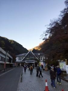 朝の高尾山ケーブルカー駅